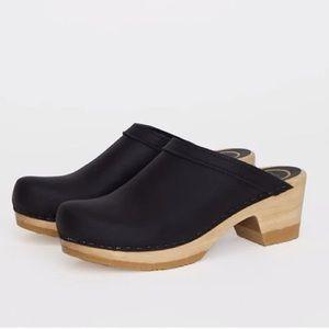 No 6 Old School mid heel clog 42 black